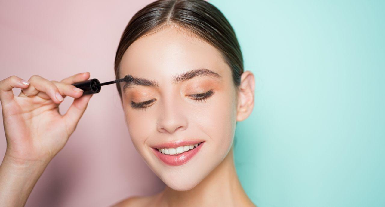 眉毛が落ちる原因とは?1日中キープするためのアイテム選びを紹介