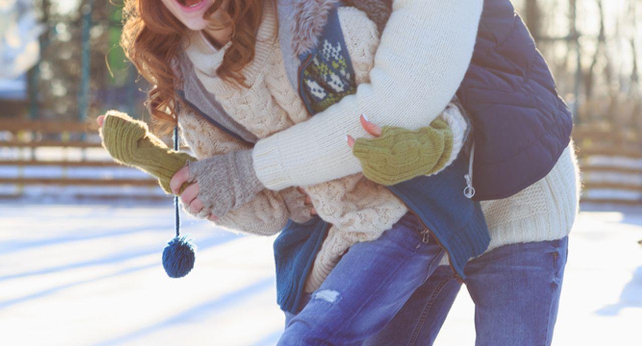 スケートデートの大人女子の服装!選び方の注意点やおすすめコーデ