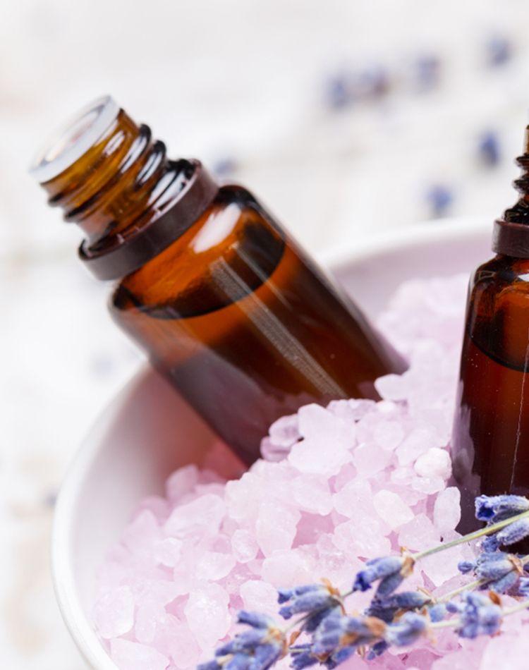 アロマの効果で素敵な暮らしへ。効果や使い方、おすすめの香りを紹介