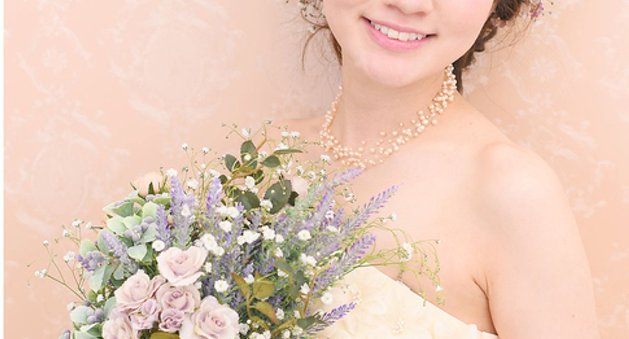 カラードレスに合う髪型の見つけ方!美しい花嫁姿を披露しよう。