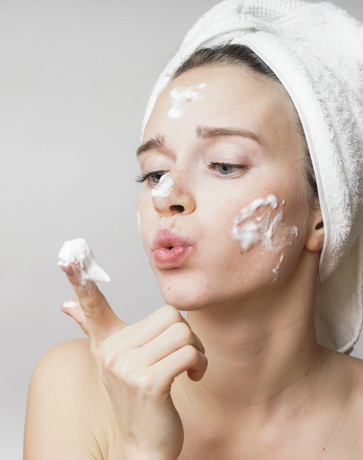 酵素洗顔の特徴とは?使い方やおすすめの人気商品をご紹介