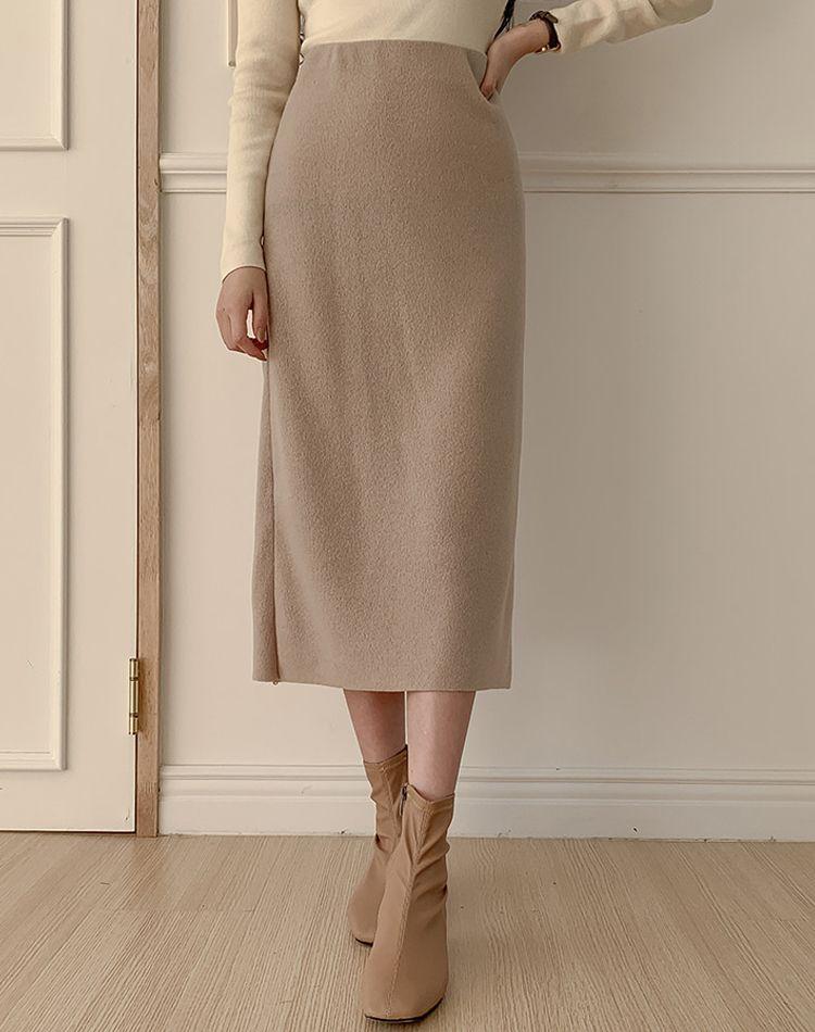 ベージュタイトスカートで思い通りのコーデに!理想を叶える着こなし