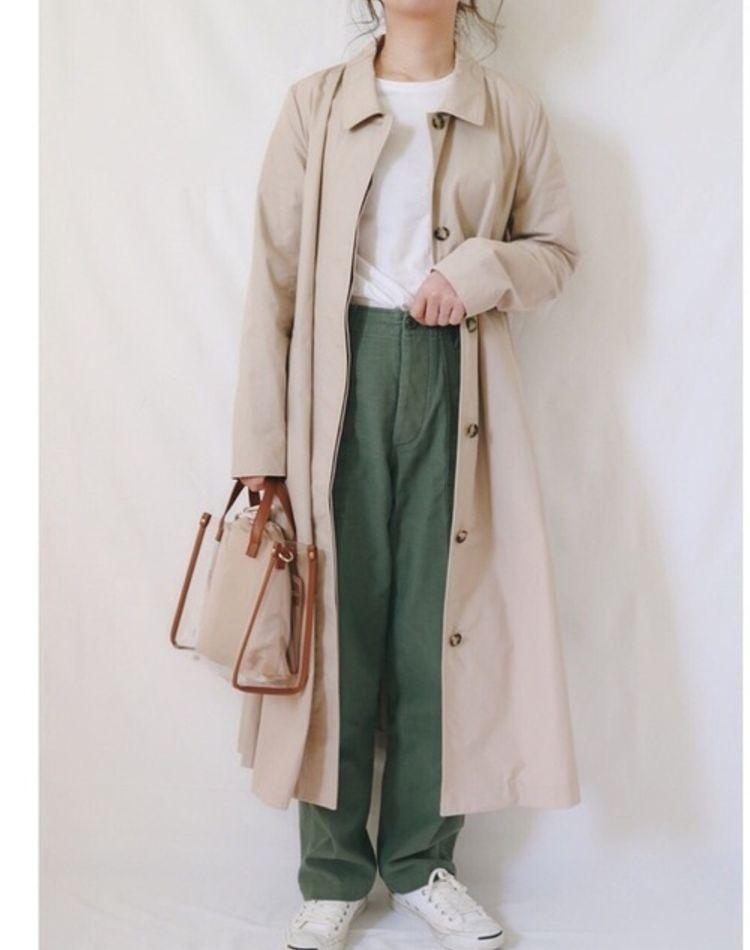 女性らしいベージュコートを着こなす。レディースコーデ9選