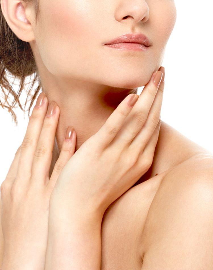 顎のたるみが目立つ原因は?対策や予防法、おすすめグッズをご紹介