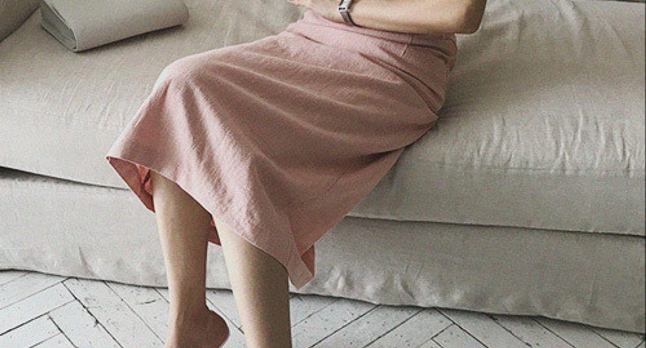 くすみピンクのスカートのコーデ術!季節や年代別の着こなし方は?