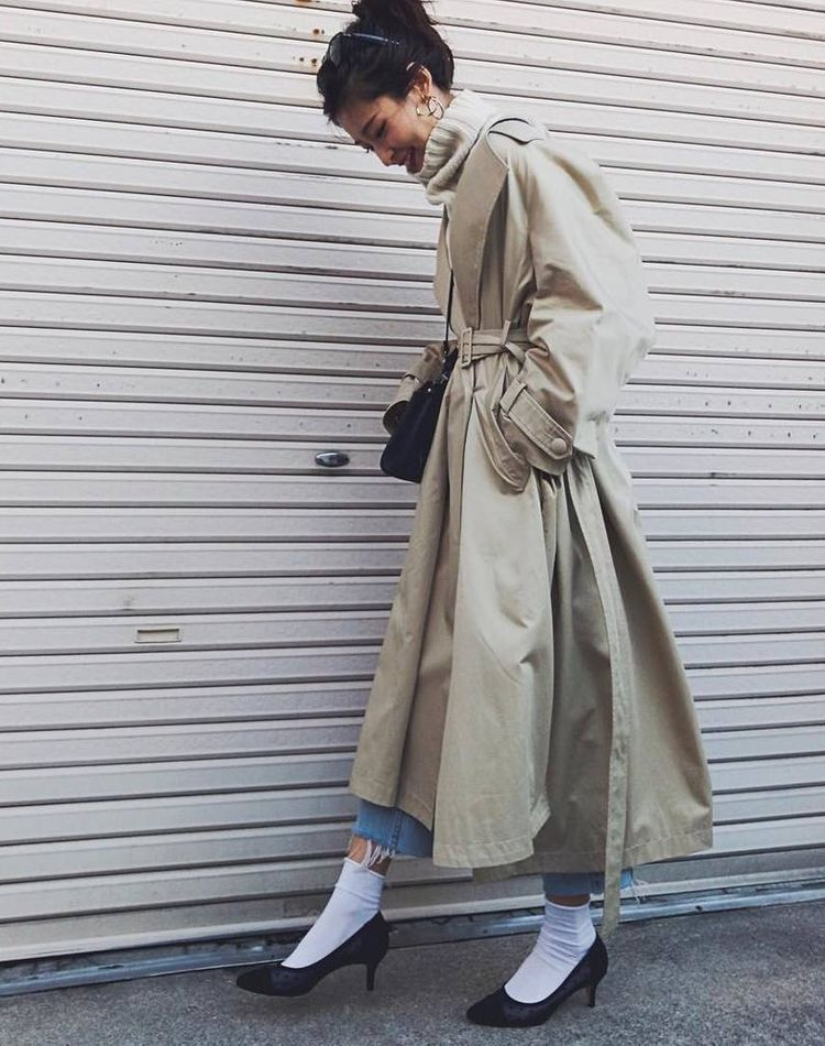 パンプス×靴下のおすすめコーデ集!おしゃれ見えする合わせ方やコーデのコツ