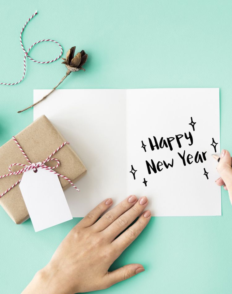 新婚の年賀状のマナーが知りたい!写真の選び方や文例をご紹介
