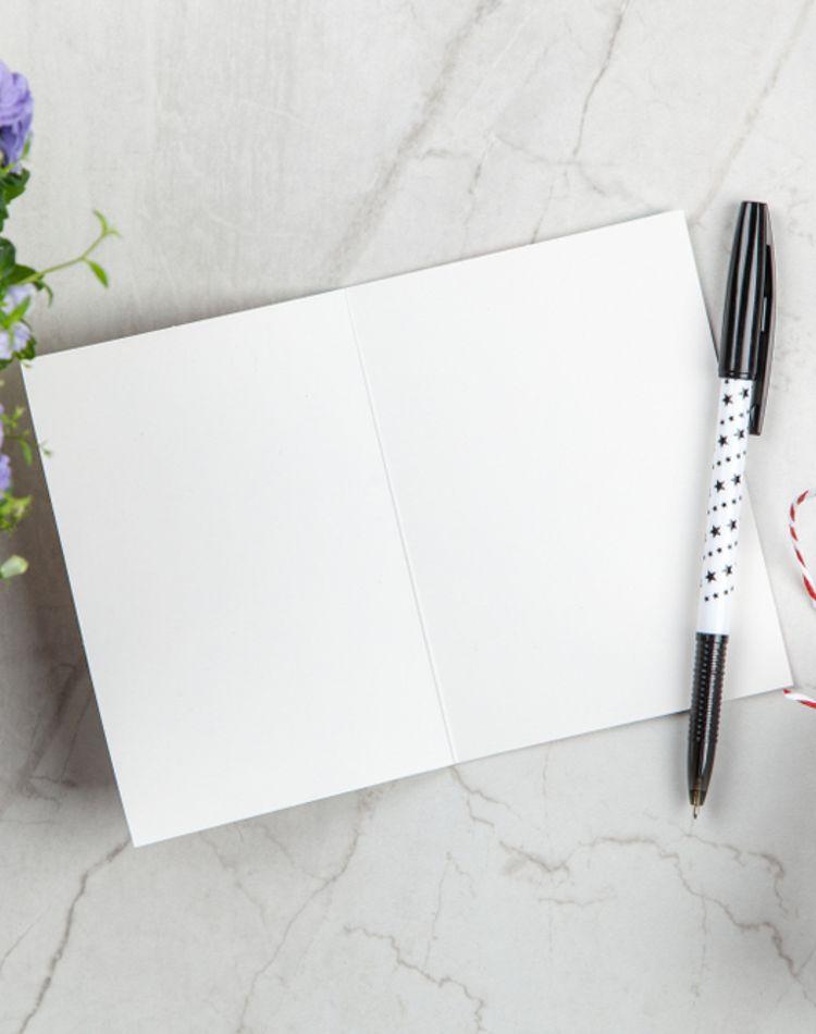結婚祝いの寄せ書きの内容は?メッセージ文例や避ける言葉をご紹介