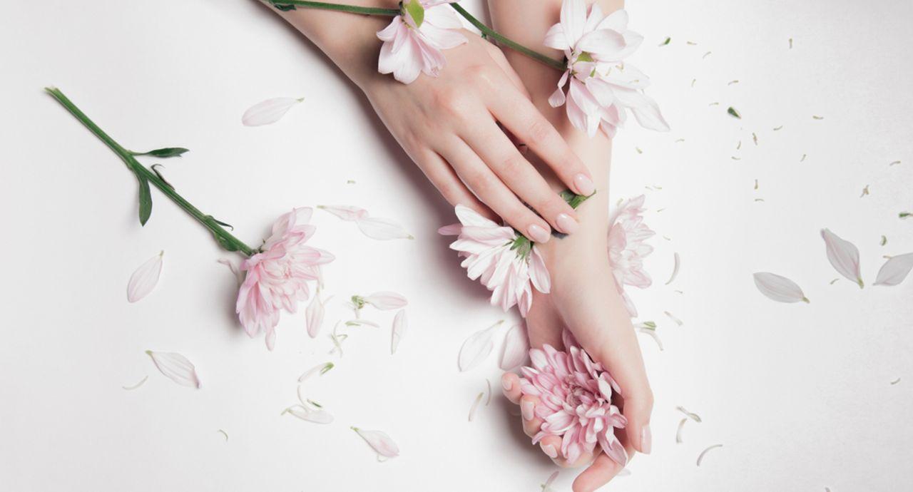 薄い爪のお悩みを解決!ネイルが映える美しい指先になるための方法