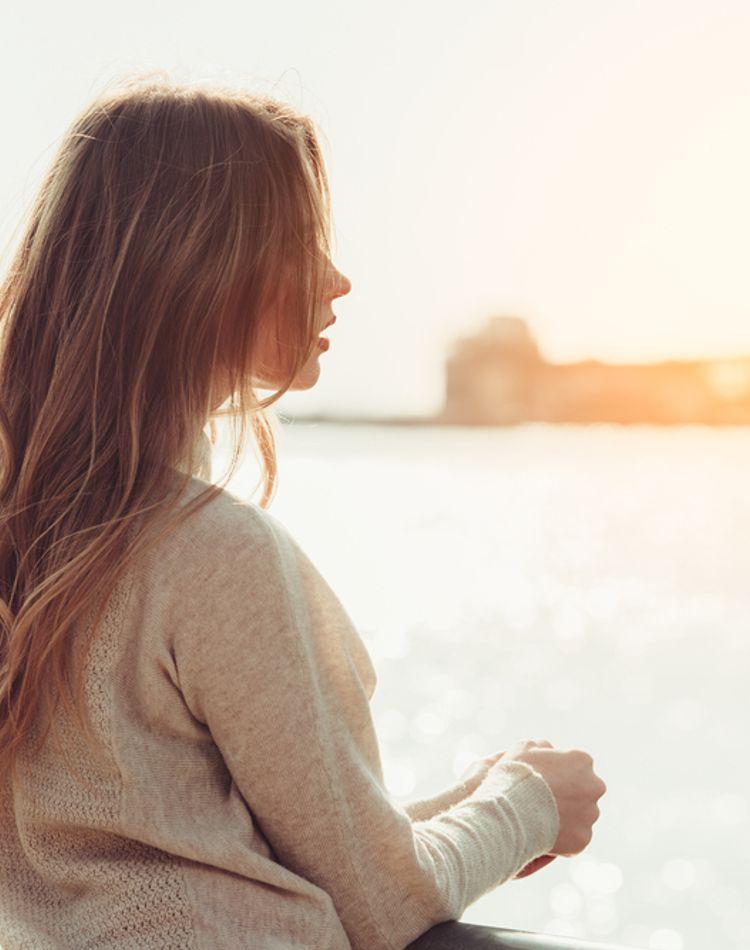 髪のうねりとサヨナラしたい!ヘアスタイルが決まらない原因と改善・予防法は?