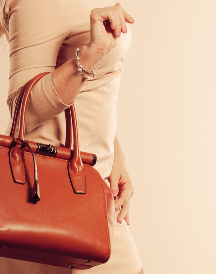 革バッグのお手入れ方法が知りたい!汚れ落としや簡単メンテナンス