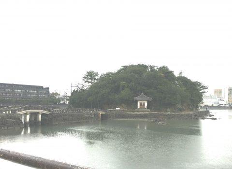 和歌浦干潟に浮かぶ小島「妹背山」で和歌浦港を望みながら歴史を巡る