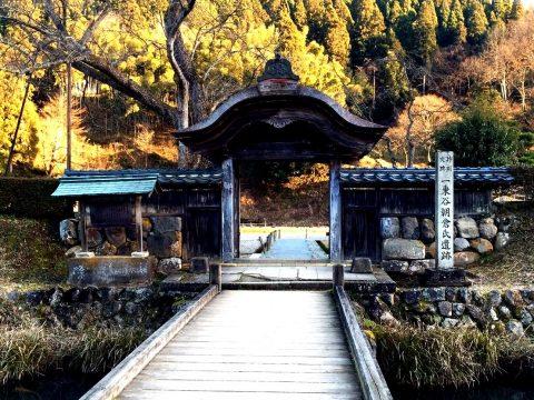国の三重指定 1万人が住んだ城下町「一乗谷朝倉氏遺跡」を満喫