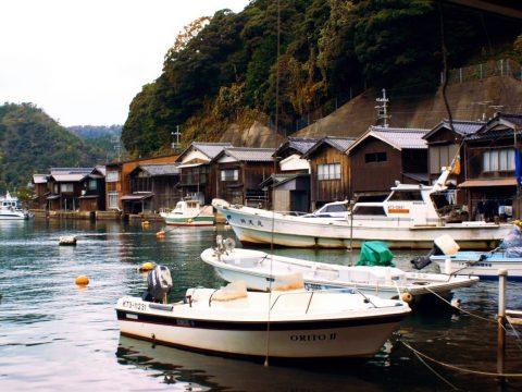 京都癒しの港町 伊根の街並みにご当地グルメに2つの絶景とは!
