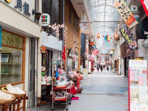 温泉県別府市の情緒にあふれた商店街で、タイムスリップ歴史旅!