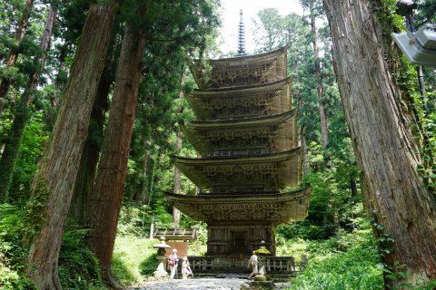 生まれかわりの旅の出発点「羽黒山」 歴史を辿る五重塔までの旅路