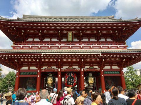 東京の浅草といえば「浅草寺」美しく輝く五重塔と朱色の楼門の絶景