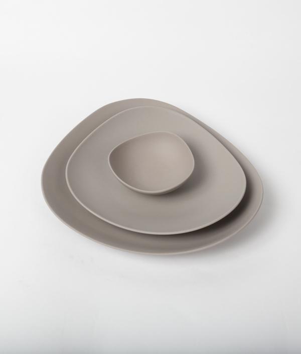 SHIONARI plate 195mm Gray /yumiko iihoshi porcelain