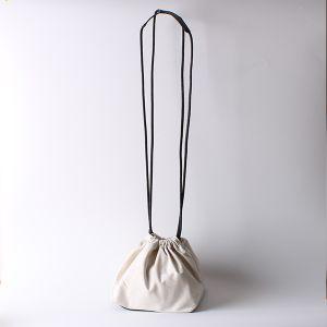 ボトムレザー巾着バッグ ホワイト