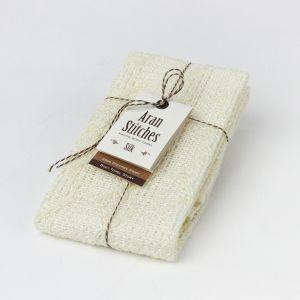 ほどよくハリのある編み目が適度に泡立ち、シルクの細かい繊維はお肌の凸凹にフィットして古い角質や汚れを落としてくれます。