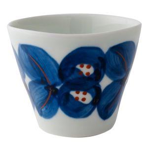 白と青のコントラストが美しいカップです