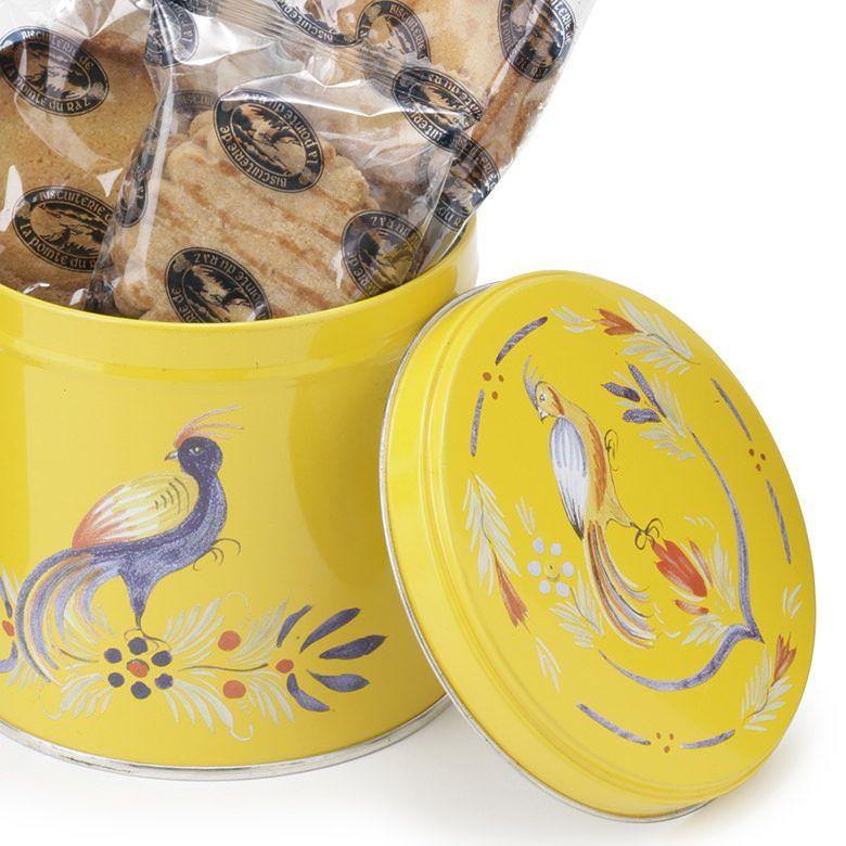 キイロの缶が目を引く、フランスブルターニュのガレット