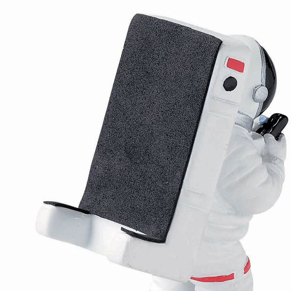宇宙飛行士がスマートフォンを背負っている様なデザインです。