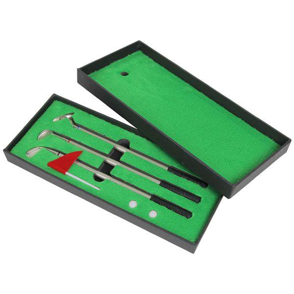 化粧箱のフタがグリーンになっているため実際にミニゴルフを楽しむことができます。