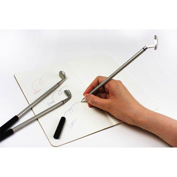 ボールペンはアイアンが黒、ドライバーが赤、パターが青色の実用性も兼ね備えた3色ボールペンです