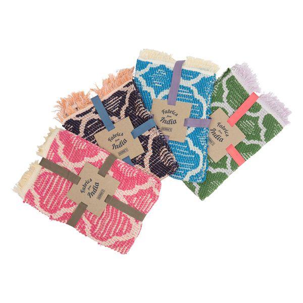 手織りのジャガード織で作られたミニマットです。