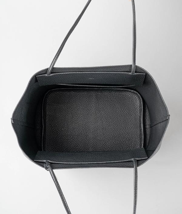 TOTE M BLACK /PG11 /Aeta