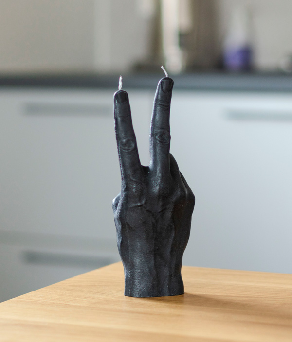CANDLE HAND VICTORY <Black>
