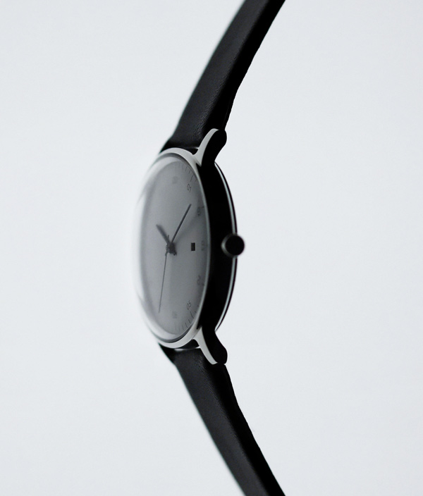 sazaré /01.01 /Silver Mirror Finish /White Dial /Black Strap