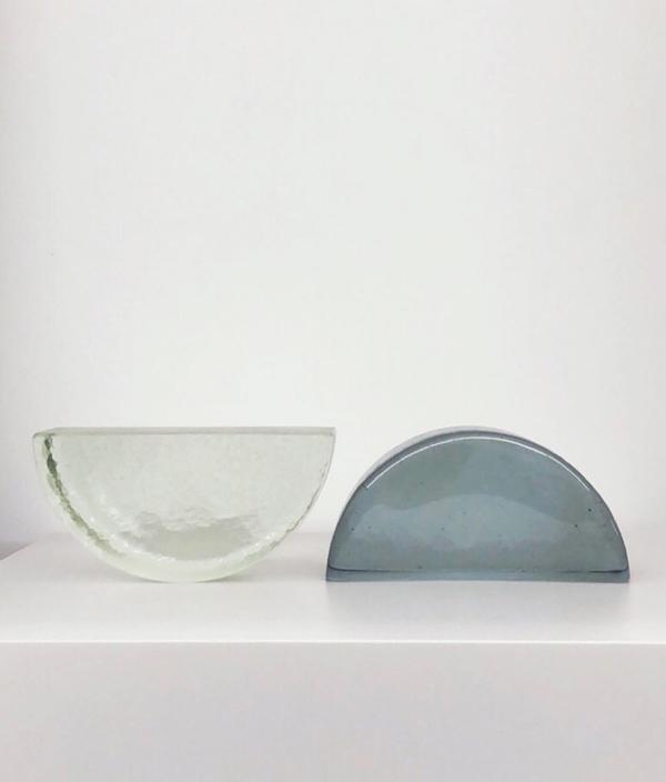 左:light  右:blue grey