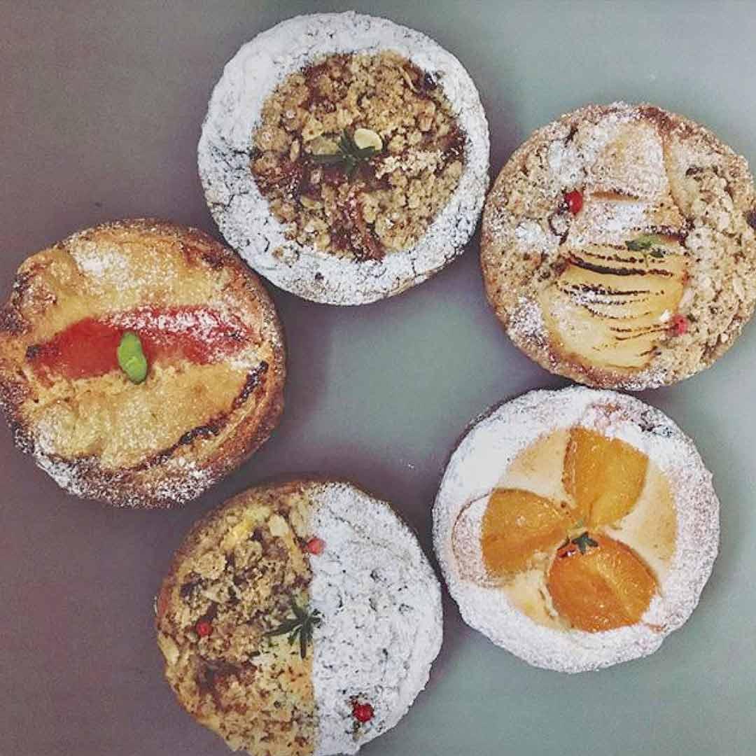 WOLD PASTRIES 季節のタルトと焼き菓子の販売