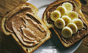 HAVING BREAKFAST<br>大人も子どもも嬉しい朝食