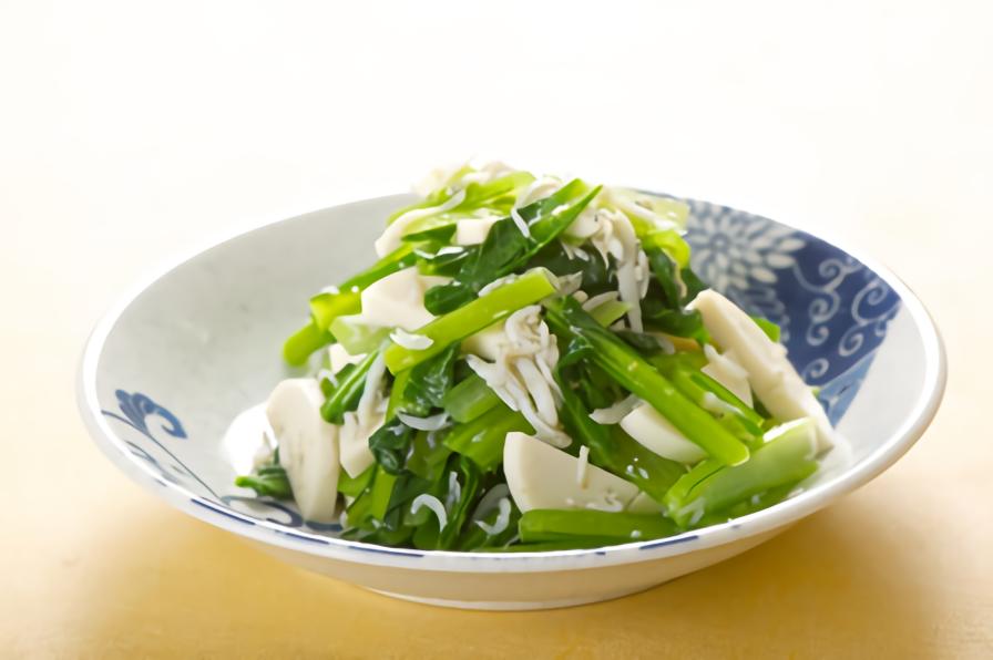かまぼこと小松菜としらすの和え物