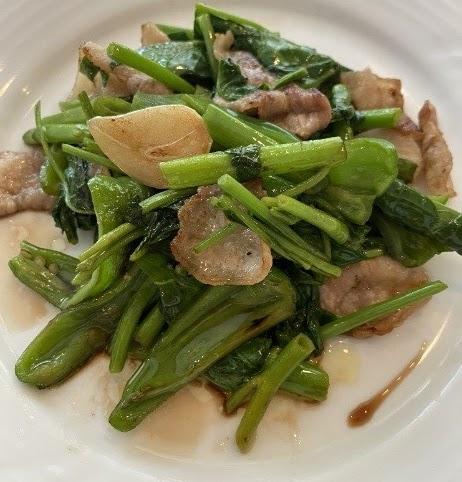 ピーマンと空心菜と豚バラ肉のバルサミコ炒め