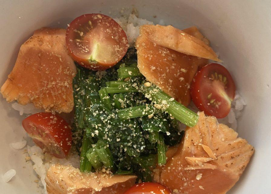 サーモンとトマトとほうれん草の 中華風カルパッチョ丼