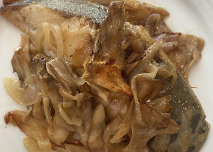舞茸と白身魚のバター酒蒸し