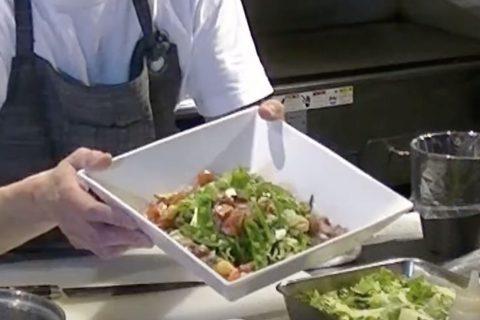 Vol.7  鮮やか緑の野菜ドレッシングのサラダ