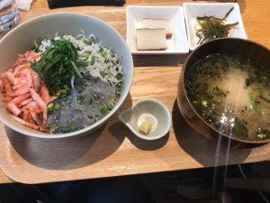 三色丼:生しらす、釜揚げしらす、桜えび