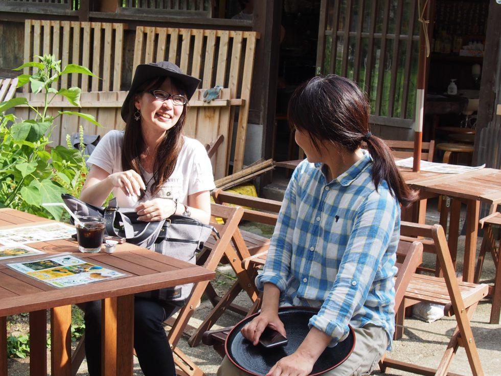 フリーランスあるあるで盛り上がる由宇さんと筆者