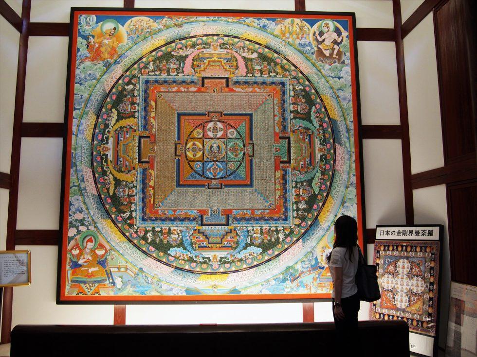 たくさんの曼荼羅が展示されている瞑想の郷