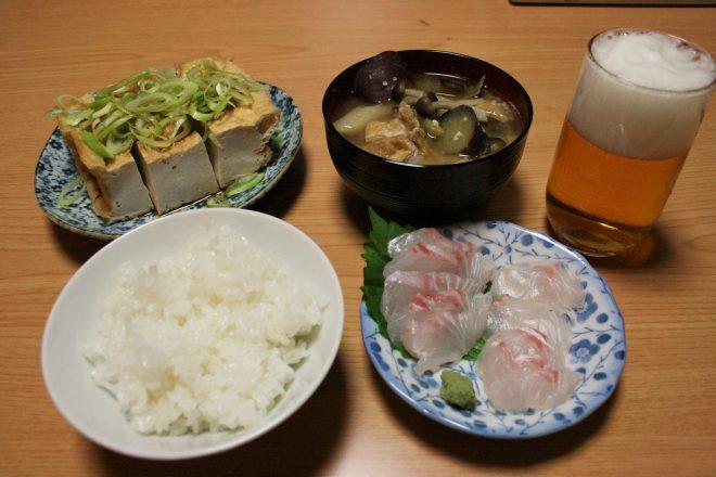 渡辺さんのお米や野菜をはじめ、地元で調達したものを使った夕飯