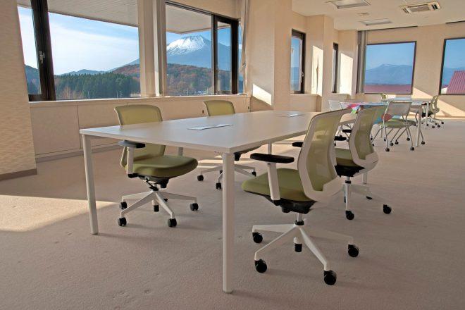 12月にオープンしたシェアオフィス。元は市議会議員の待合室。窓から岩手 山が見えて綺麗。