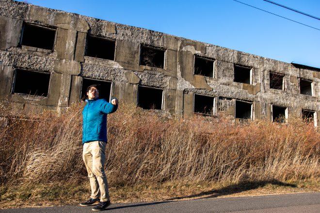 東の軍艦島とも呼ばれる著名な廃墟。硫黄鉱山で働く方のアパートだった。標高が高い ので風が強く、とても寒い。。