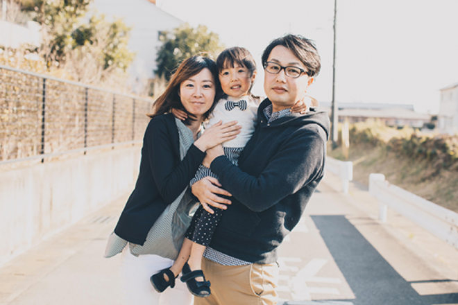 「Lancer of the Year2018」デザイナー部門を受賞した川越旭さんと家族