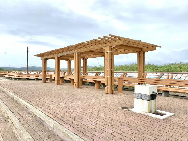 志賀町・増穂浦海岸にある「世界一長いベンチ」