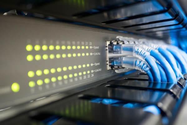 ネットワーク構築のたこ足配線のイメージ画像